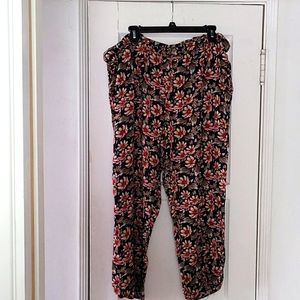 Flowered comfy pants with pockets. Fits like an xl